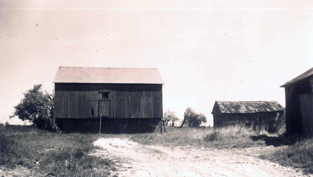 1943 Bank Barn Barensfeld